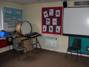 AIANO Classic bespoke storage heater guard in the school art room