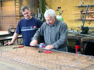 Master crafstman Ron teaches diamond mesh weaving